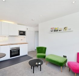Apartment to rent in Queens Gardens view1