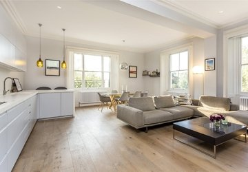 Apartment sold in Hyde Park Gardens view1