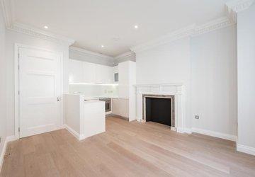 Apartment to rent in Bentinck Street view1