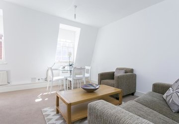 Apartment to rent in Cavendish Mews North view1