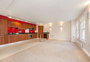 Apartment to rent in Devonshire Mews North view1