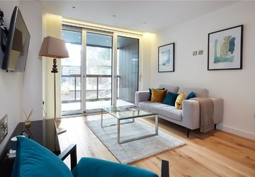 Apartment to rent in Elizabeth Court view1