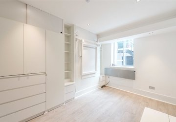 Studio Flat to rent in Gloucester Place view1