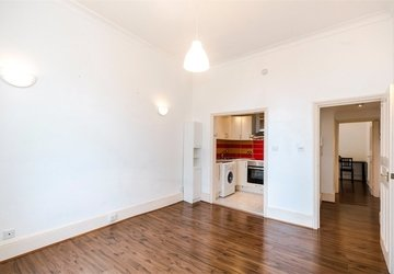 Apartment to rent in Leinster Square view1