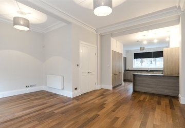 Maisonette to rent in Montagu Square view1