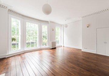 Duplex to rent in Montagu Square view1