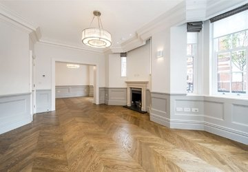 Duplex to rent in Wimpole Street view1