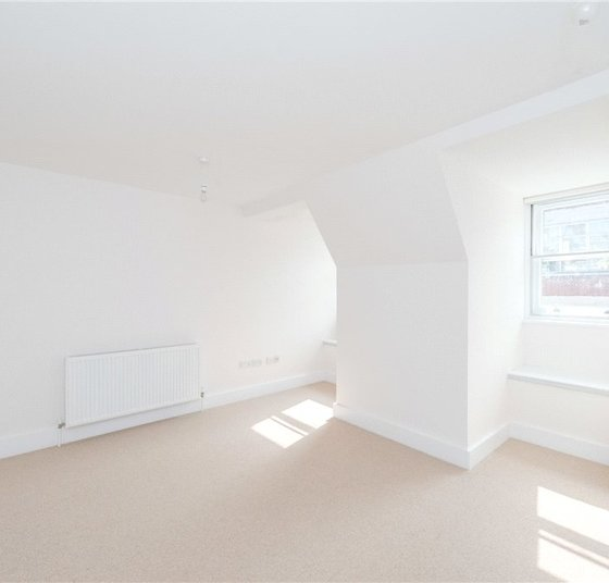 Apartment to rent in Eastcastle Street view1