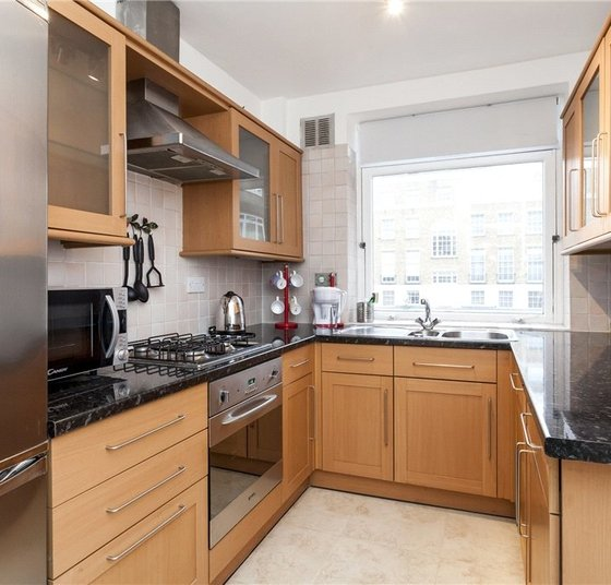 Apartment to rent in York Terrace West view1