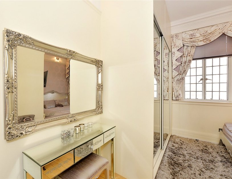 Apartment for sale in Baker Street view2