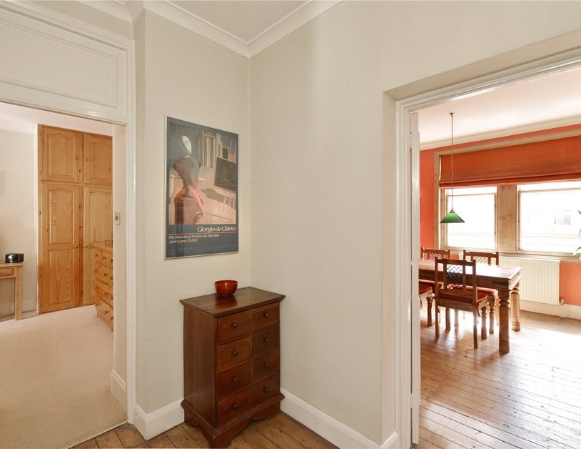 Apartment sold subject to contract in Chiltern Street view8