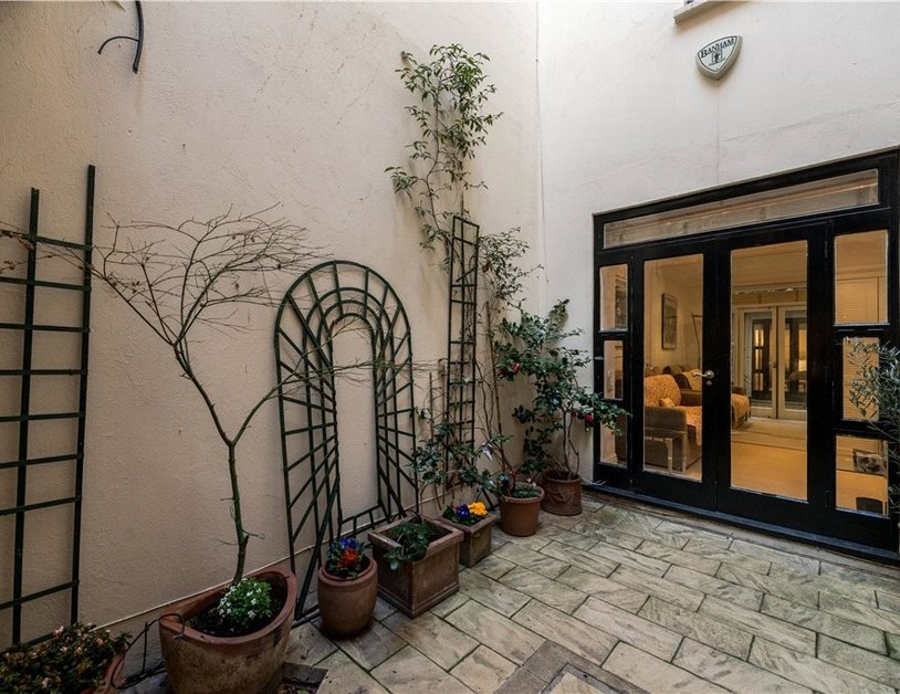 Maisonette sold in Cleveland Square view5