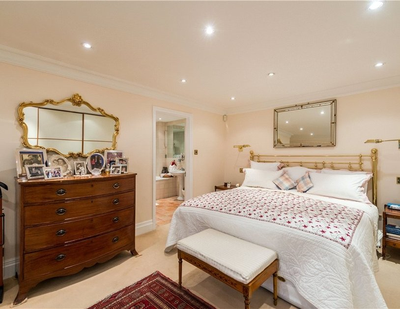 Maisonette sold in Cleveland Square view6