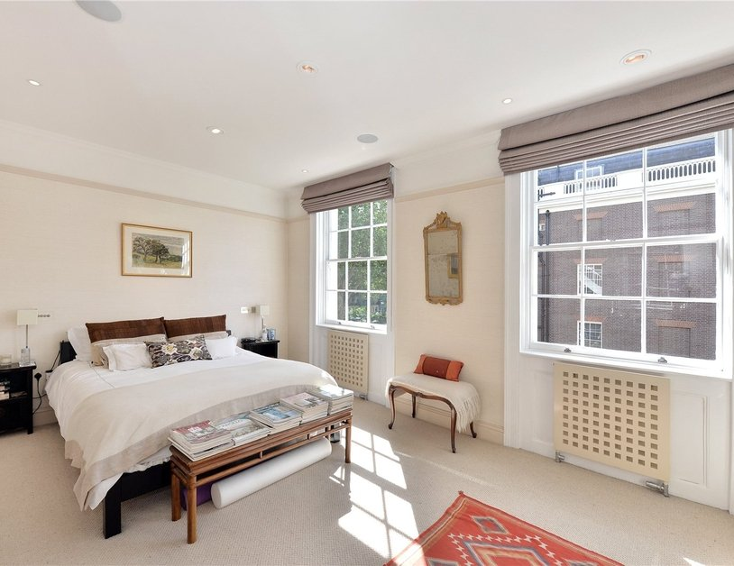 House for sale in Connaught Street view8