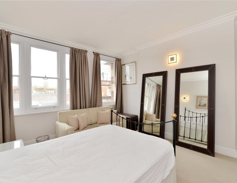 Apartment sold in Glentworth Street view8