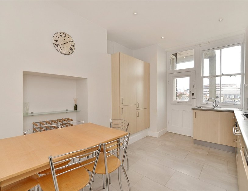 Apartment sold in Glentworth Street view11