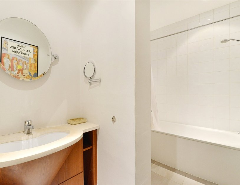 Apartment sold in Glentworth Street view12