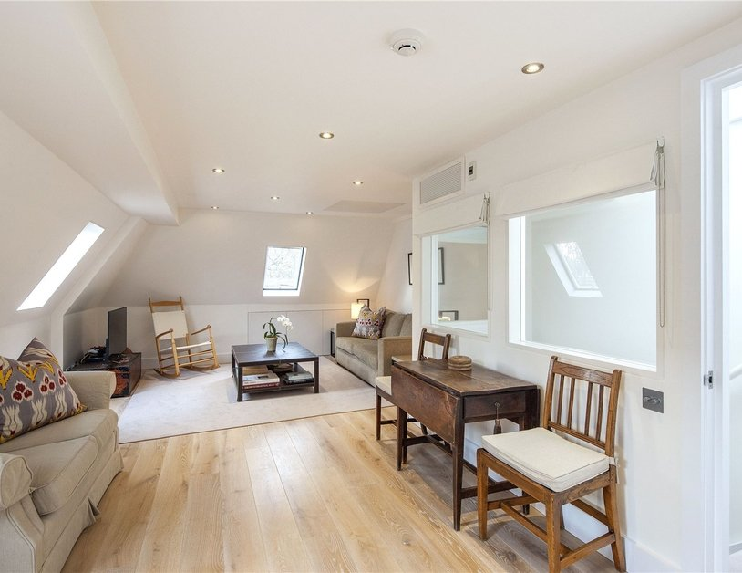 House for sale in Gloucester Square view10