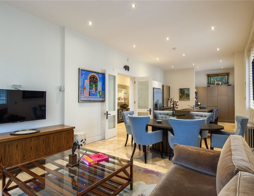 House for sale in Gloucester Square view2