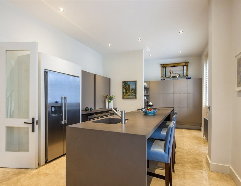 House for sale in Gloucester Square view11