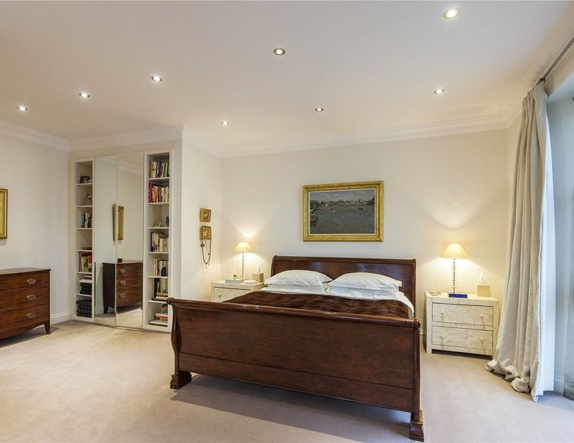 House for sale in Gloucester Square view3