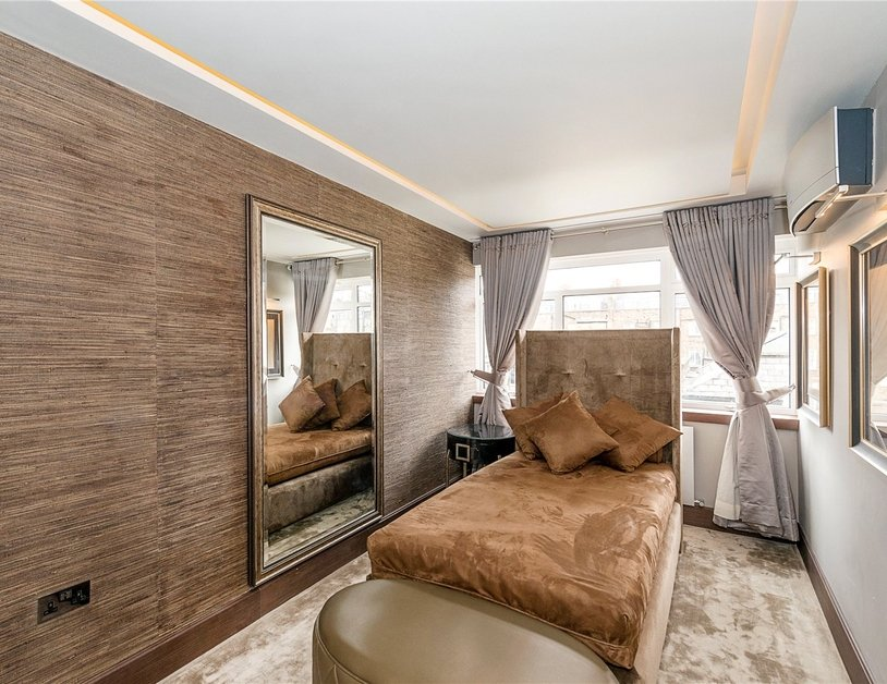 Apartment for sale in Gloucester Square view10