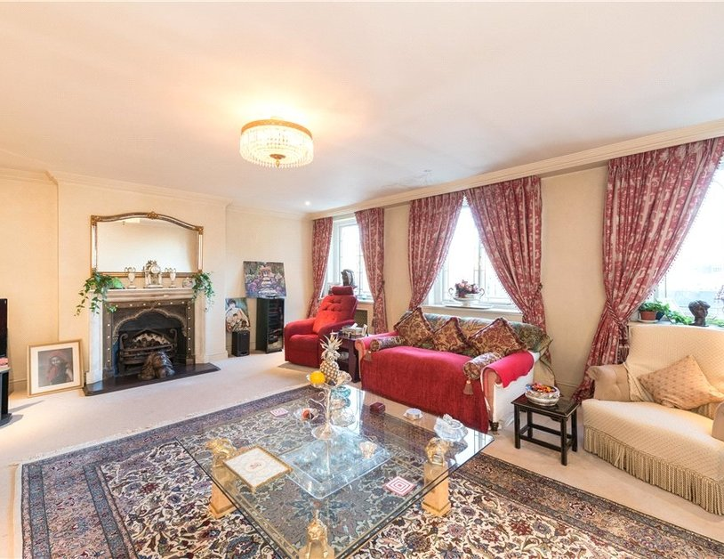Apartment for sale in Gloucester Square view3