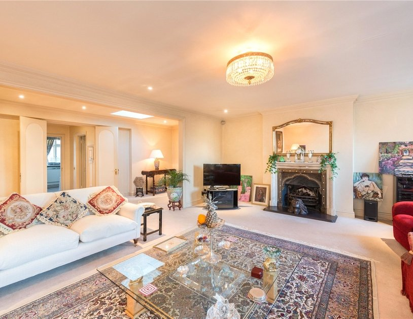 Apartment for sale in Gloucester Square view13