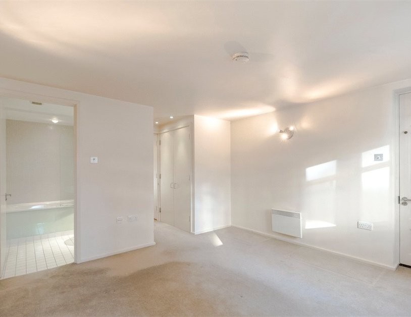 Duplex for sale in Hanway Place view4