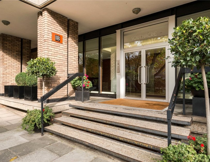 Apartment sold in Hyde Park Crescent view11