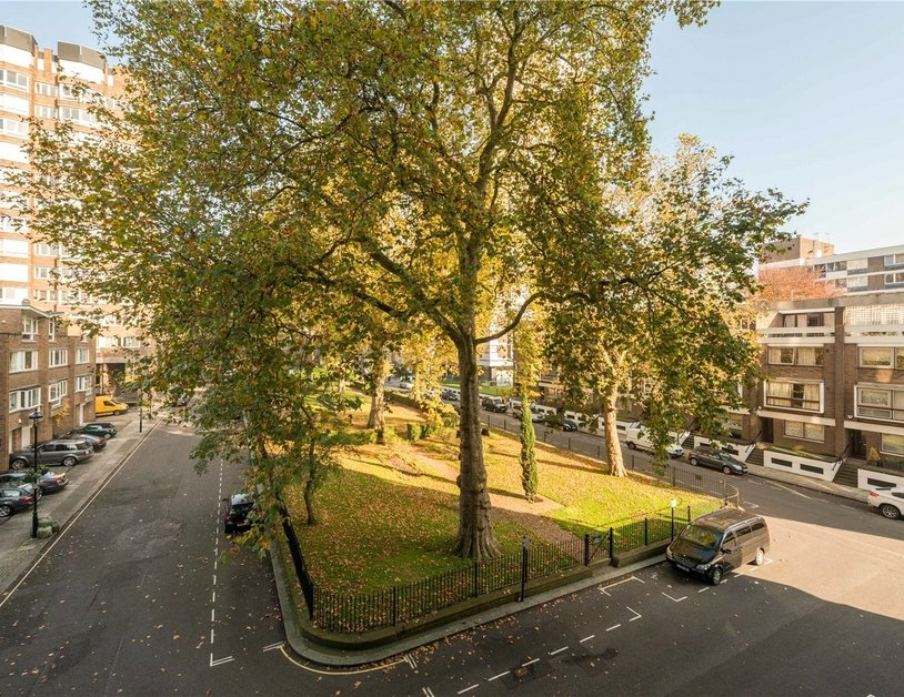 Apartment sold in Hyde Park Crescent view5