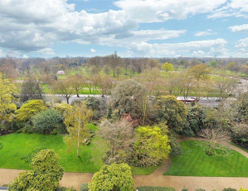 Apartment sold in Hyde Park Gardens view2