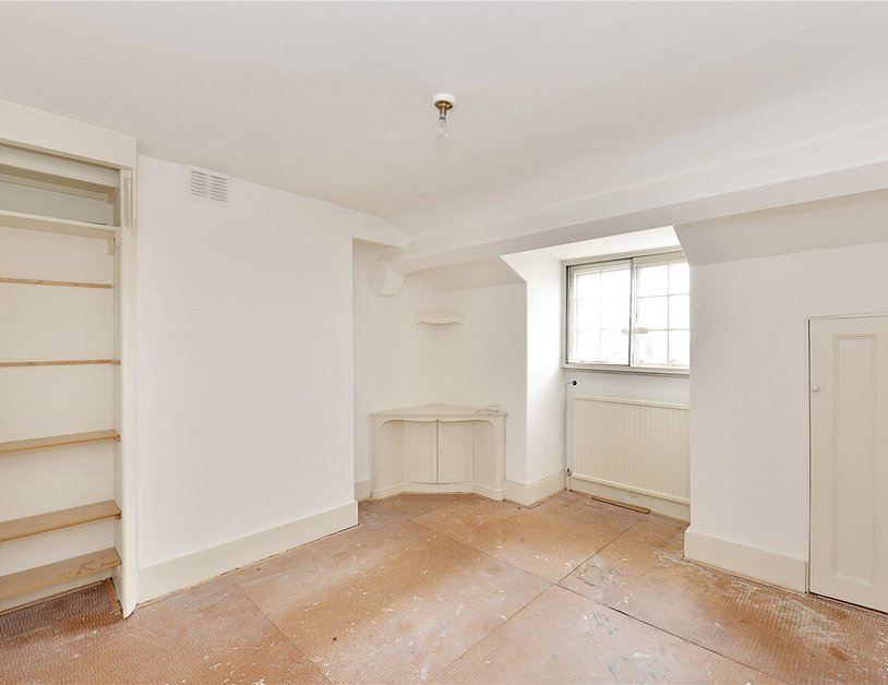 Apartment sold in Hyde Park Gardens view5