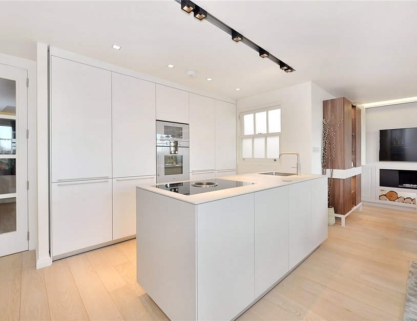 Penthouse sold in Hyde Park Gardens view2
