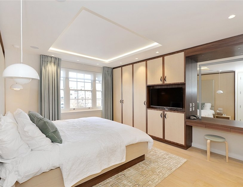Penthouse sold in Hyde Park Gardens view15