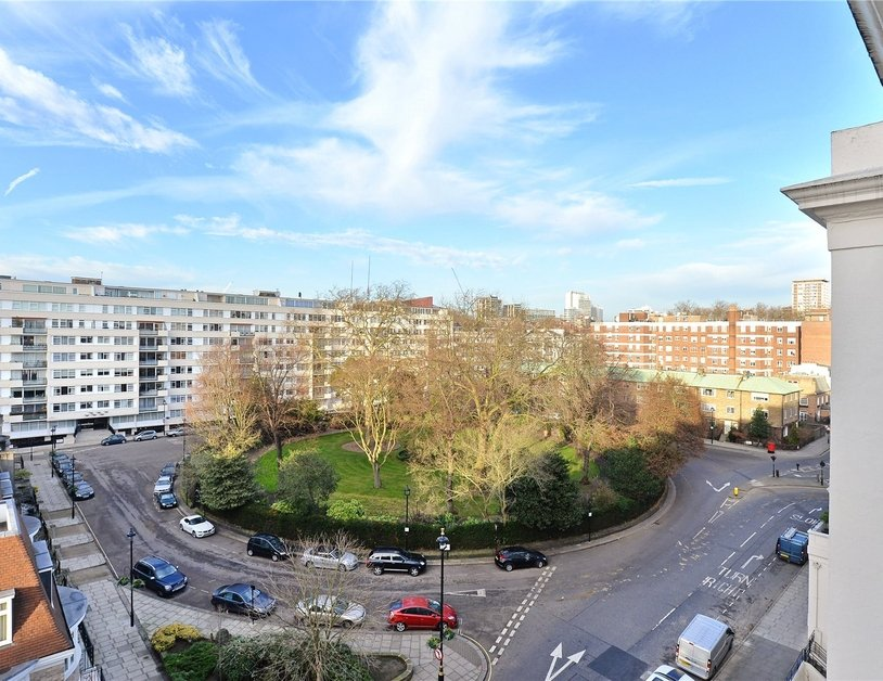Penthouse sold in Hyde Park Gardens view9