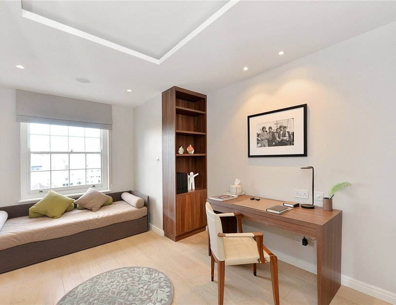 Penthouse sold in Hyde Park Gardens view10