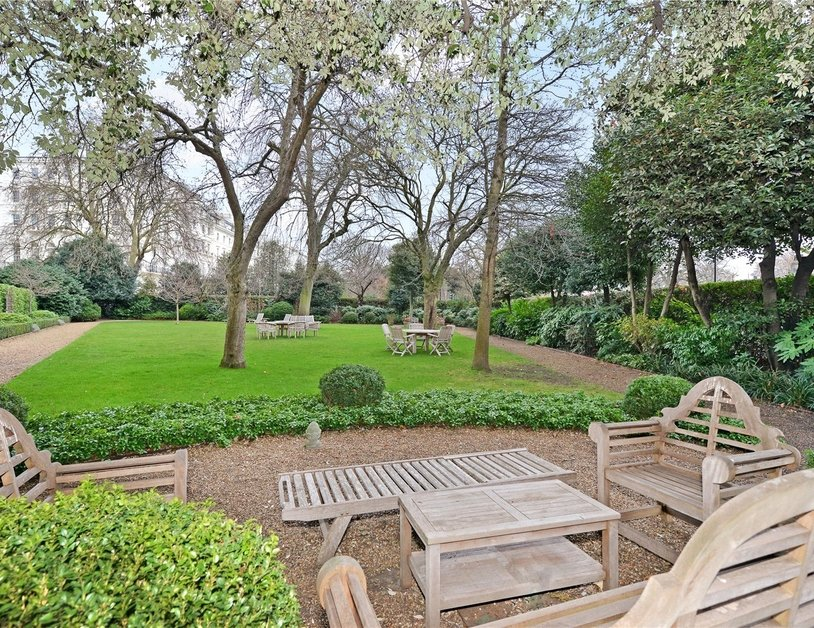 Penthouse sold in Hyde Park Gardens view12