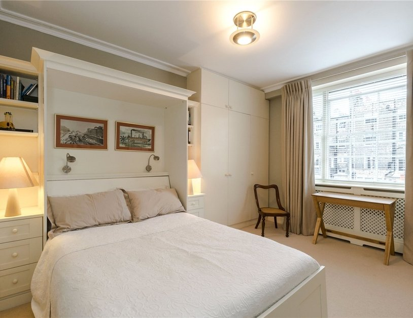 Duplex sold subject to contract in Montagu  Square view9