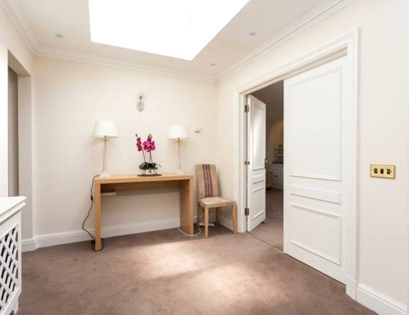 Apartment to rent in Blackburnes Mews view7