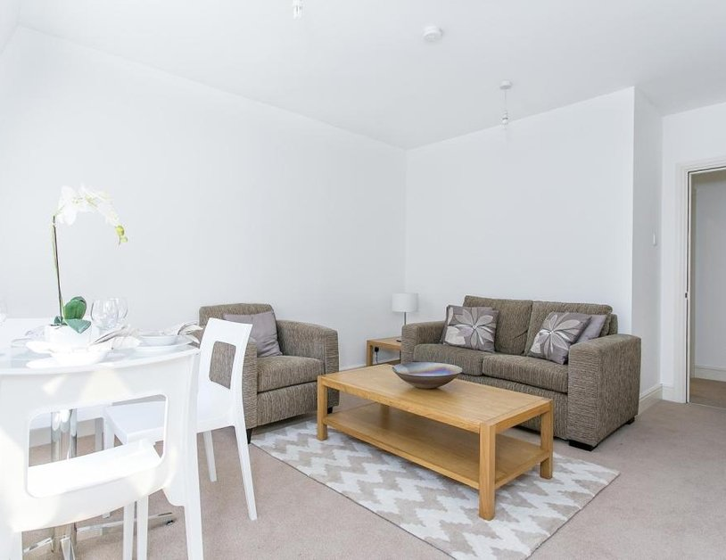 Apartment to rent in Cavendish Mews North view2