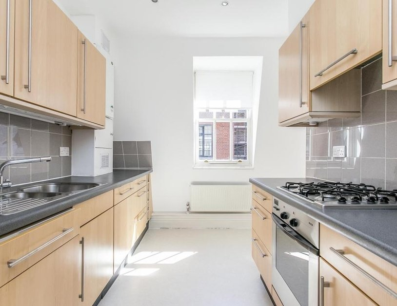 Apartment to rent in Cavendish Mews North view5