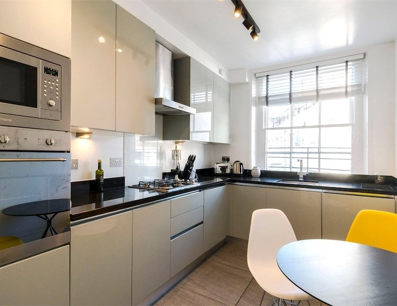 Duplex to rent in Connaught Street view3