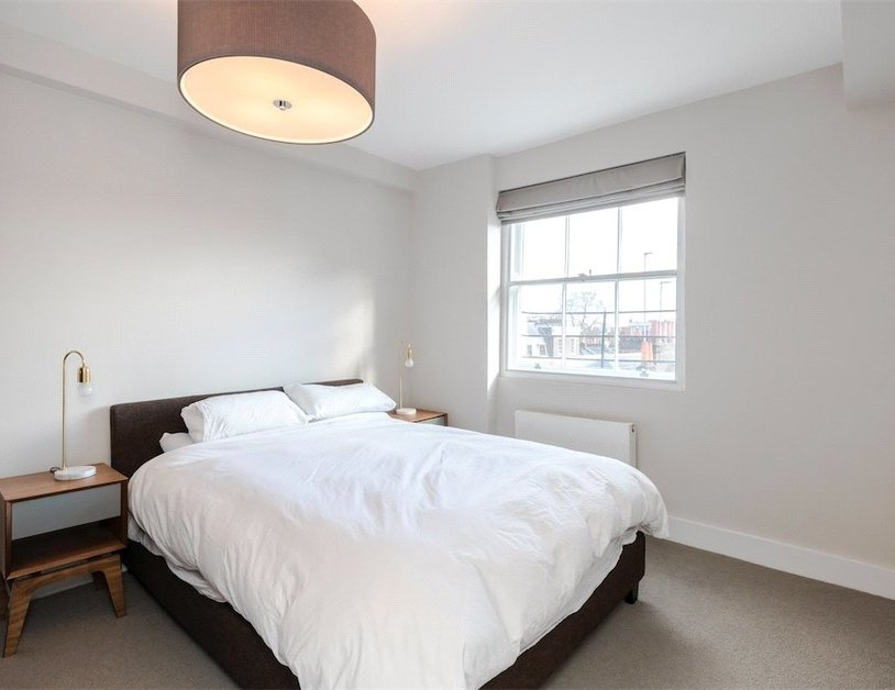 Duplex to rent in Connaught Street view4