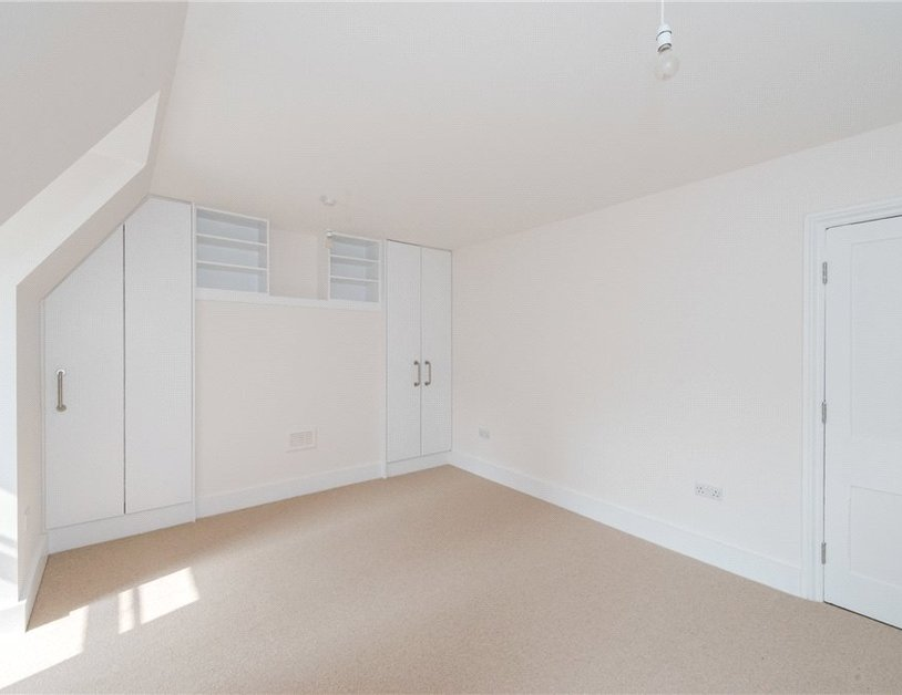 Apartment to rent in Eastcastle Street view7