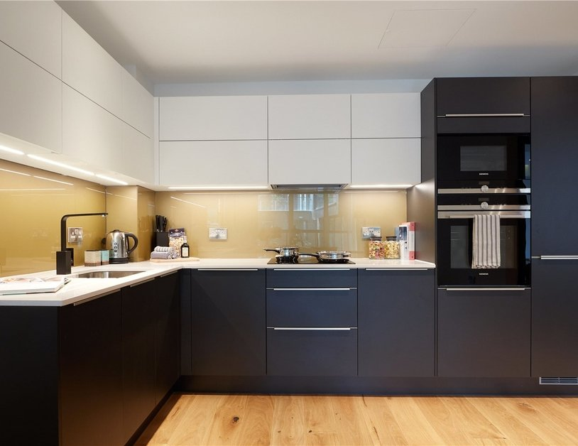 Apartment to rent in Elizabeth Court view6