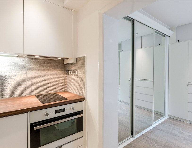 Studio Flat to rent in Gloucester Place view5