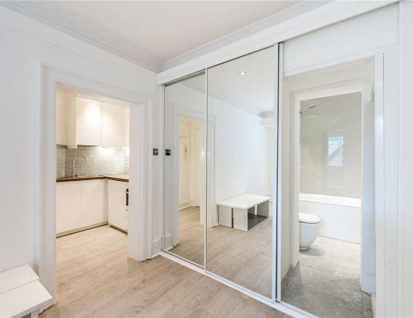 Studio Flat to rent in Gloucester Place view7