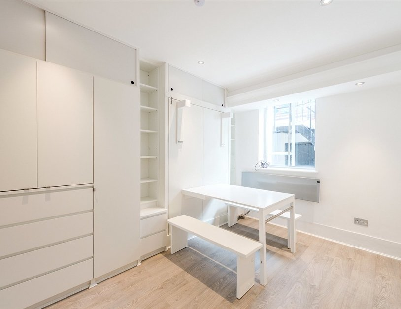 Studio Flat to rent in Gloucester Place view2