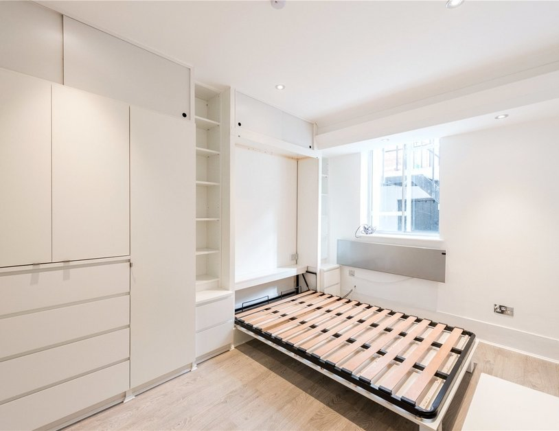 Studio Flat to rent in Gloucester Place view3